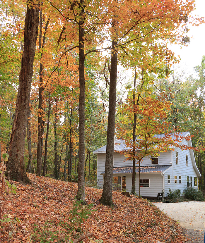 gallery_back-of-cottage_fall