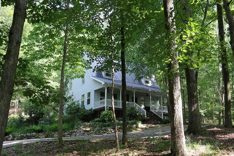 oakleaf cottage exterior