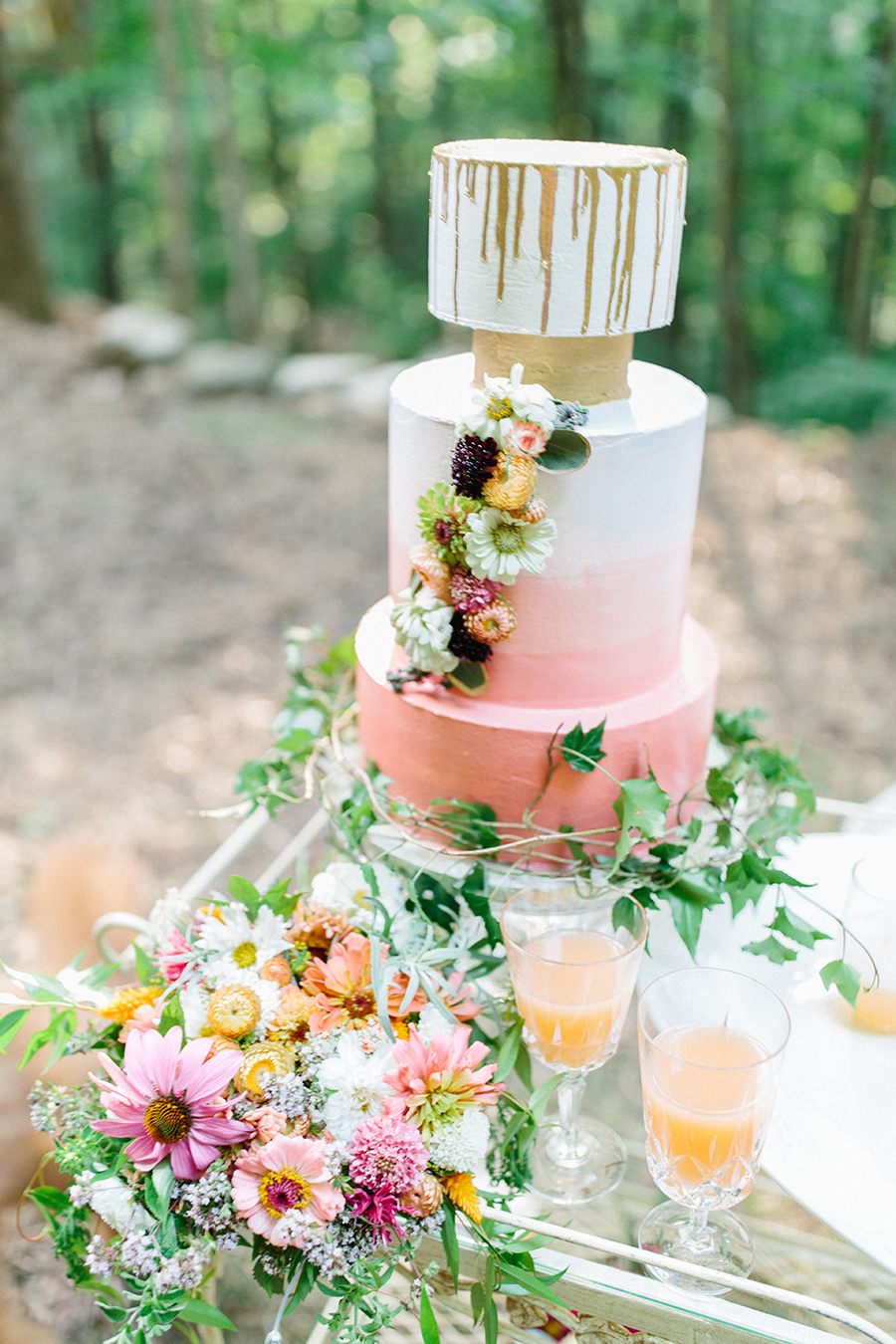 ombre wedding cake gold drip