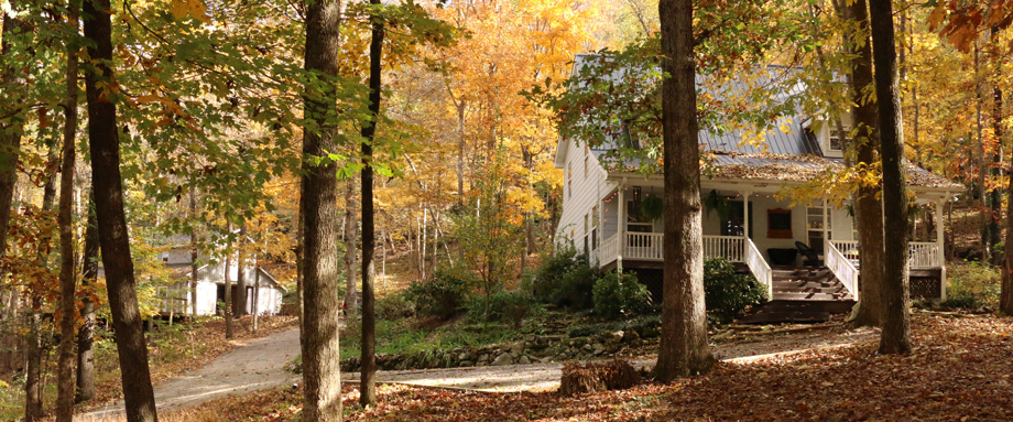 oakleaf cottage in fall